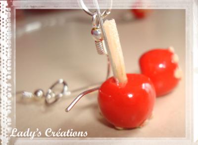 Boucles d'oreilles et pendentif : Pommes d'amour avec éclats de nougat.