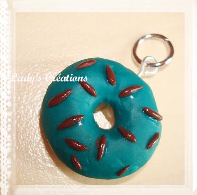 Pendentif et boucles d'oreilles : Donuts.