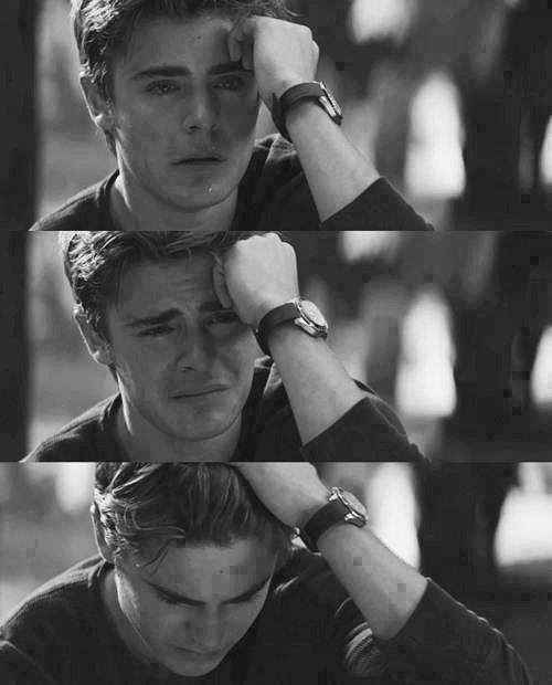 - Lorsque nous aimons nous sommes tous des idiots.  -