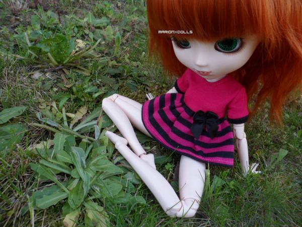 """""""Prends un bon livre, va t'allonger dans l'herbe, et entre dans un monde nouveau."""""""
