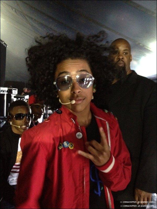 24 / 06 Princeton a posté une nouvelle photo de lui dans les backstage à Londres.