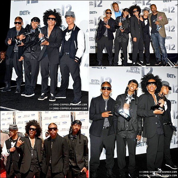 01 / 07  Le groupe Mindless Behavior s'est rendu au Bet Awards 2012.