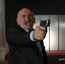 "Tuncel Kurtiz est Ramiz Karaeski dans ""EZEL"""
