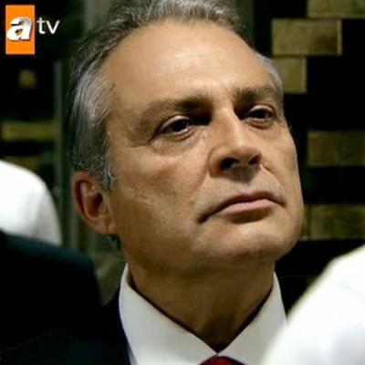 "Haluk Bilginer est Kenan Birkan dans ""EZEL"""