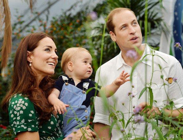 La famille a publié cette jolie photo de Kate, William et George pour les 1 an du petit George (22 juillet 2014). Cette photo avait était prise lors de leur visite à l'exposition Sensational Papillons au Musée d'Histoire Naturelle à Londres.