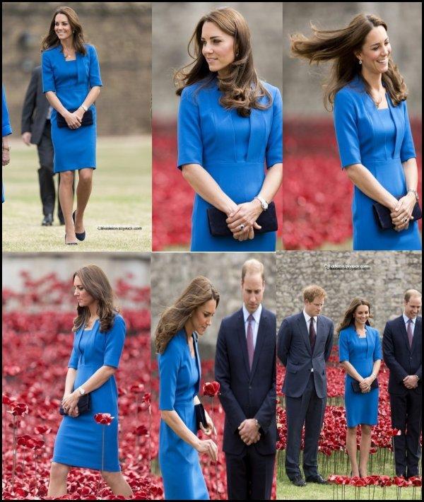 4.08.2014 ~ Kate et la famille royale lors d'une cérémonie au cimetière militaire de St Symphorien en Belgique. Le 4août 2014 marque  le 100e anniversaire de la déclaration de guerre à l'Allemagne.
