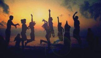 L'amitié est le plus beau mot que je connaisse parce que sans cette valeur, l'existence serait sans couleur, sans soleil, sans vie tout simplement.