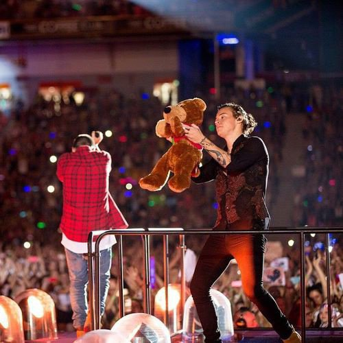Harry et son nounours :')))) ♥