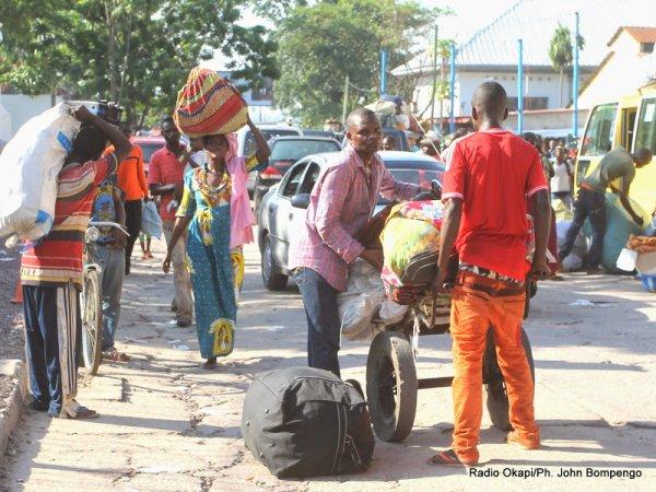 Des gens de Kinshasa chassés