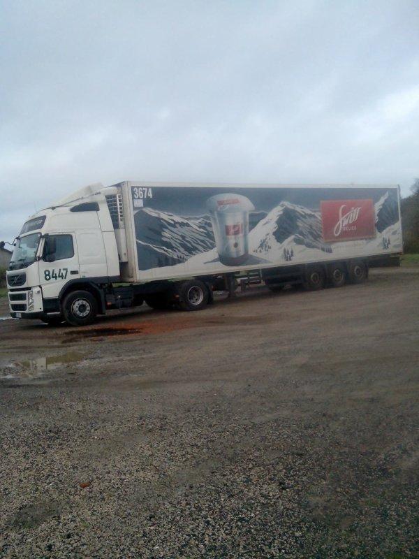 Embauché aux transports GLF a communay 69 filiale du groupe STG de Noyal sur vilaine en Bretagne.. depuis mai 1996 ..en tant que chauffeur C jusqu'en 1998 et par la suite en EC permis passe en 1998...je fais la région Rhône alpes en frigo ...