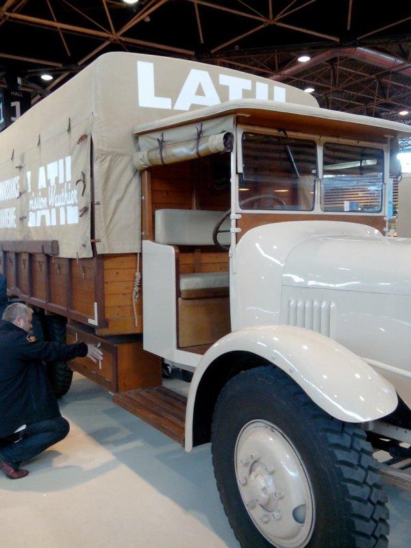 Affiche de l exposition de véhicules anciens a pelussin dans la loire et parc du pilat  .. Jolies expo avec pas mal d anciens camions.