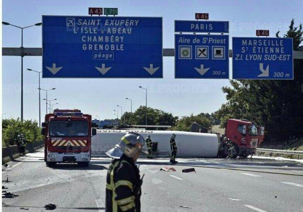 GROSSE PAGAILLE SUR L'A43 A LA PÉRIPHÉRIE DE LYON SUITE À UN L'ACCIDENT D'UN CAMION CITERNE !!