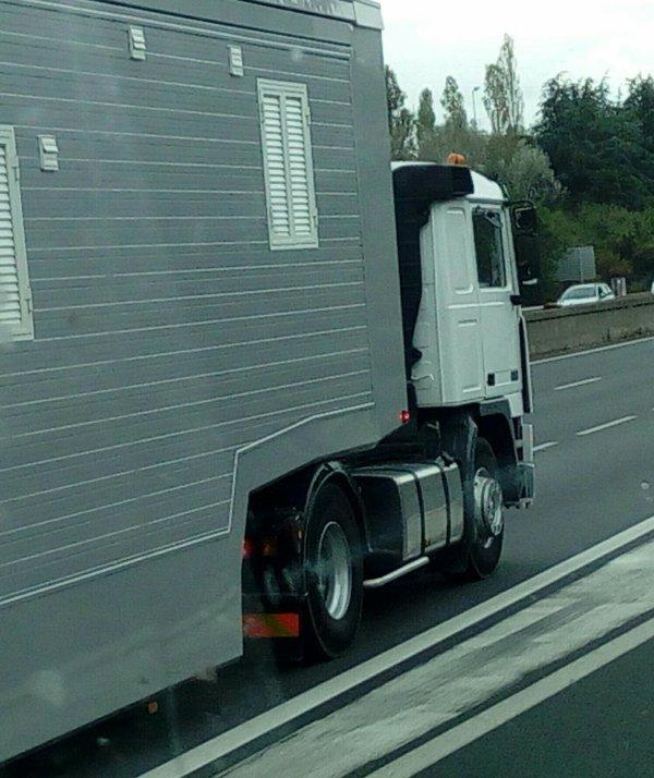 UN BON VIEUX F10 FORAIN !!!  QUI S'ENGAGE SUR L'A46 A HAUTEUR DE COMMUNAY !!