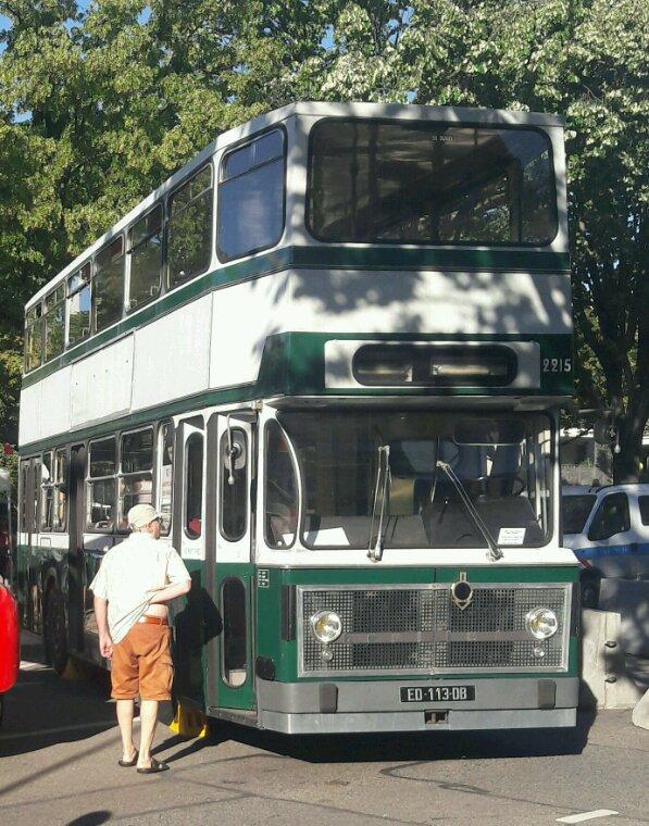 UN BON VIEUX BUS IMPÉRIALE  BERLIET!!ANCIEN DE LA RATP QUI A EU DU SUCCÈS À  CETTE MINI EXPO !!