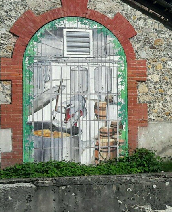 ACHATS DE BIÈRES ARTISANALES !! A LA BRASSERIE ARTISANALE LA DAUPHINE 38 ST GEOIRE EN VALDAINE !! UN VIEUX BÂTIMENT BIEN TYPIQUE ET ANCIENS !!