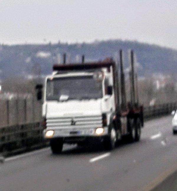 RENAULT R GRUMIER SUR L'A47 ENTRE GIVORS ET ST ÉTIENNE!!