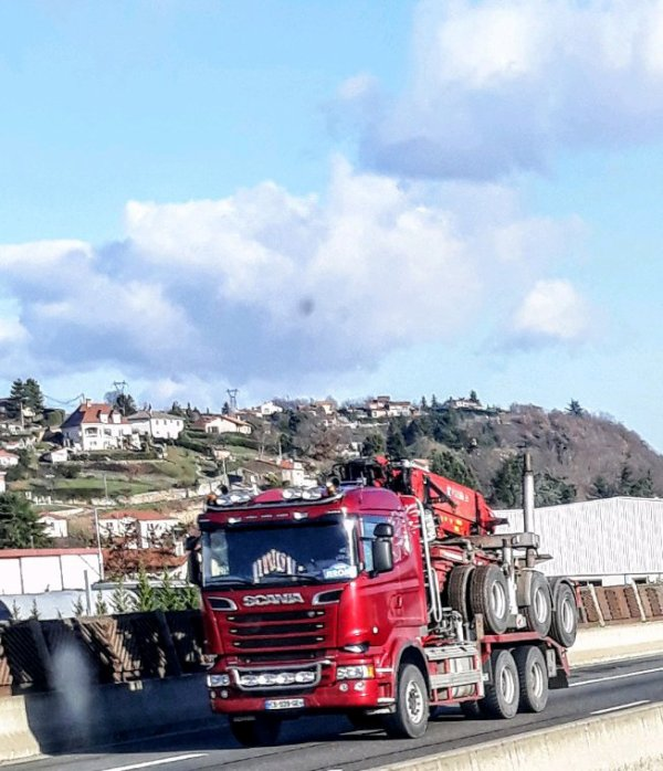 SCANIA 6×4 GRUMIER ROUGE!!