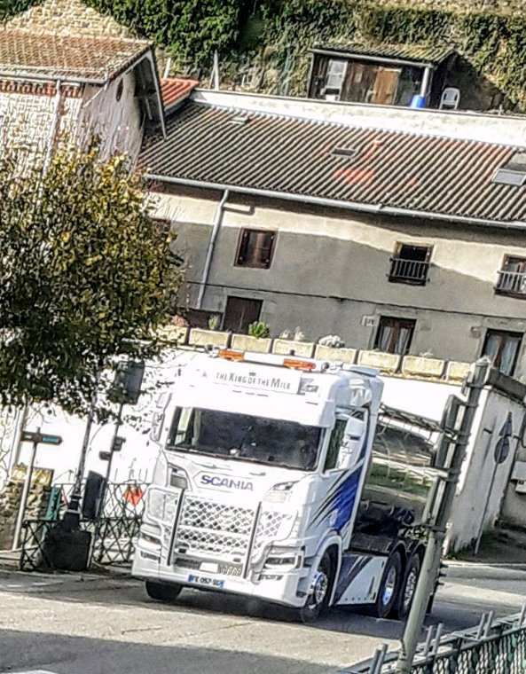 SCANIA 6×4  THE KING OF THE MILK !!