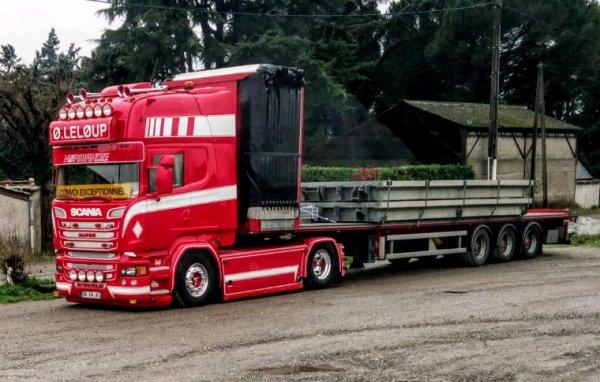 SCANIA  R 560  TOPLINE V8 !!