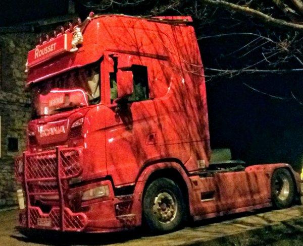 SCANIA R500 V8 EN NOCTURNE !!