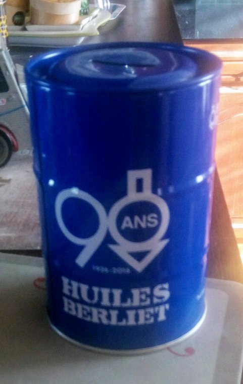 BIDONS TIRELIRES 90 ANS HUILE BERLIET !!