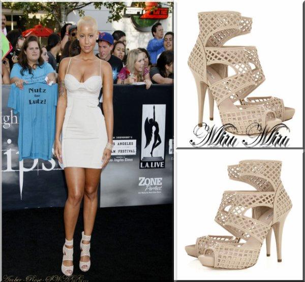 """Amber été présente à la première de """"Twilight Eclipse"""" le 25 Juin à Miami. Pour cette occasion elle portait une jolie robe moulante couleur crème et une paire d'escarpins de la même couleur de la marque Miu Miu, et un maquillage pas trop chargé du tout. Vos avis ?"""