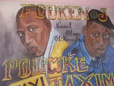 le nouvel album de FOUKEN-J intitulé POLICIKE TAXIMAN est dns les bacs ecoute l'album apres on t'ecoutera ts commentaires praaaaaa