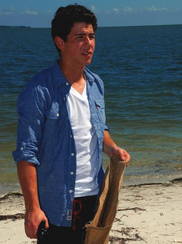 . Il est pas trop chou, notre futur président écolo ?! Eh ouais, faut savoir sa salir les mains de temps en temps ! Le 08 Septembre 2010 les garçons étaient à Tampa pour nettoyer une plage. Quels héros ! .