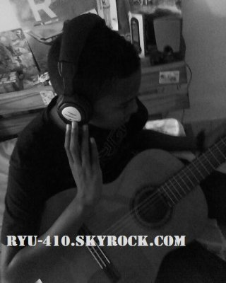 Moi, faisant de la guitare 2