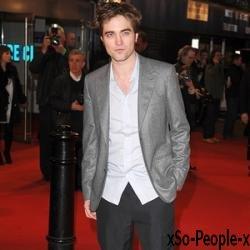 * 60 000 euros; c'est le prix qu'une fan a déboursé pour rencontrer Robert Pattinson à Vancouver. Je vous rassure, les bénéfices seront reversés à une association. Comme quoi, quand on est fan, on n'compte pas !