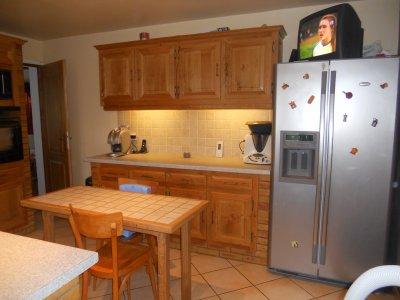 cuisine amenagee et equipee lave vaisselle hotte four plaque de cuisson micro onde de 13 4. Black Bedroom Furniture Sets. Home Design Ideas