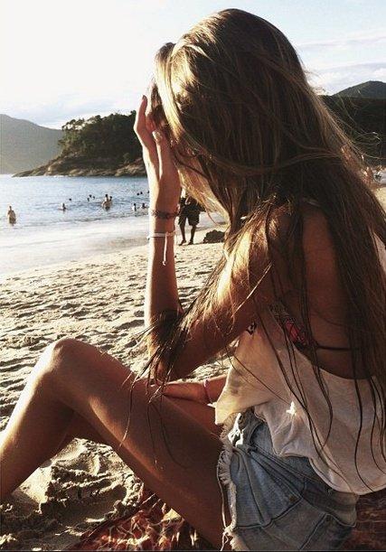 L'absence de l'être aimé laisse derrière soi un lent poison qui s'appelle l'oubli. - Claude Aveline