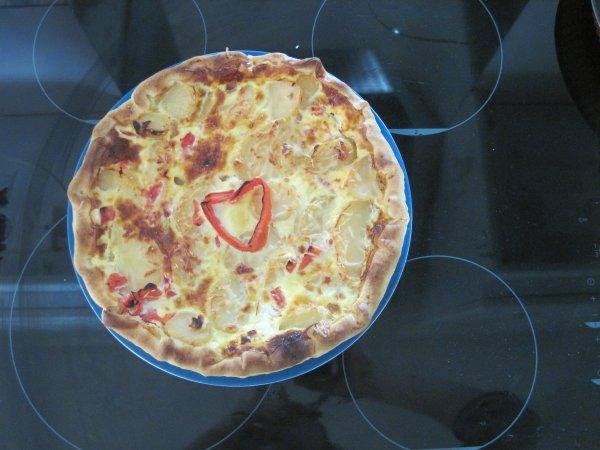 Quiche pomme de terre, tomates, fromage.