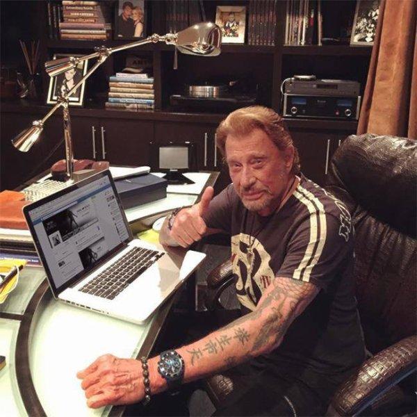 Johnny sur Facebook hier soir a répondu aux questions des internautes ...