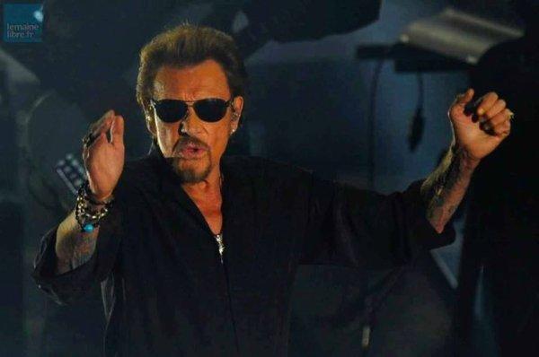 """Ce soir samedi 12 Mars 2016 Johnny Hallyday est en concert au Zénith de Toulouse pour le 70 ème concert du """"Rester Vivant Tour""""."""