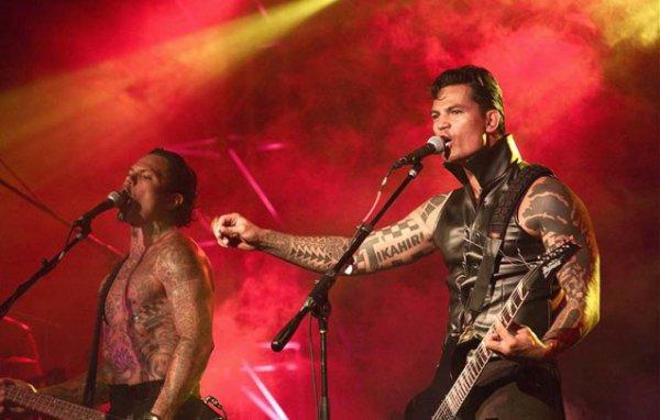 C'est désormais officiel ! Le groupe de rock paumutu, Tikahiri, assurera la première partie du concert de Johnny Hallyday le 4 mai prochain à Tahiti.