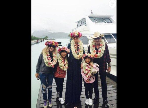 À Bora Bora, Johnny Hallyday se ressource en famille avant son concert à Tahiti le 4 mai