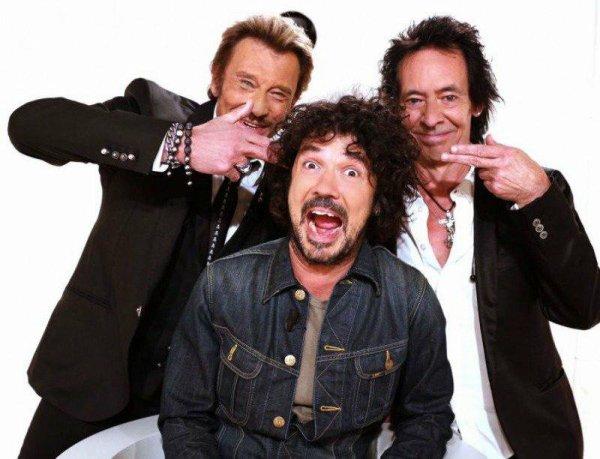 Johnny avec 2 de ses guitaristes