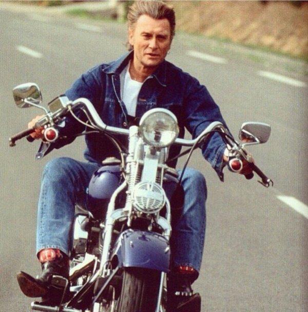 Johnny Hallyday va mettre aux enchères le 10 février deux pièces emblématiques de sa collection de véhicules