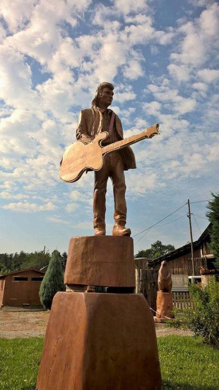 Statue du toulier en bois