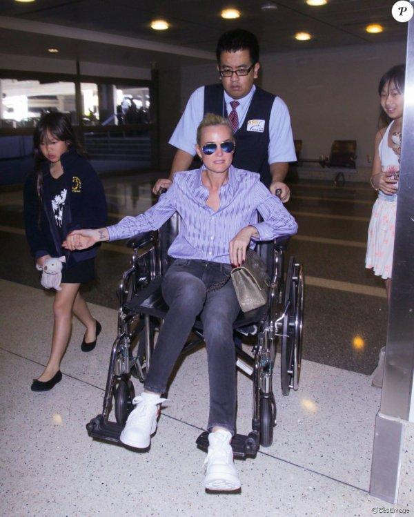 """L'annonce du cancer de Johnny Hallyday n'a en rien entamé l'enthousiasme de son épouse ! C'est avec le sourire que Laeticia Hallyday a quitté Los Angeles. Destination Paris pour la """"Femme de Coeur"""", venue récupérer son prix et poursuivre son combat associatif..."""