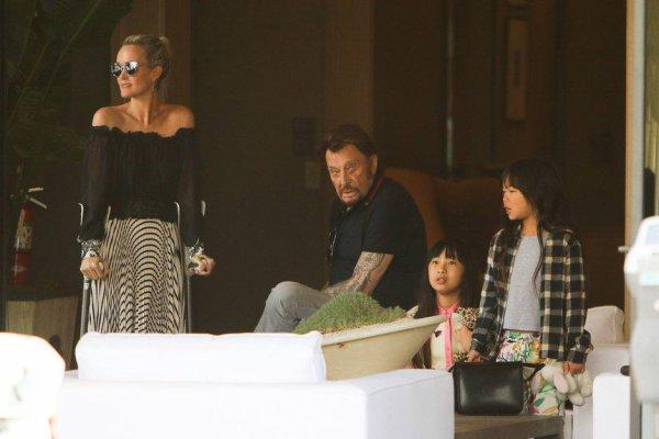 Johnny et Laeticia Hallyday avec leurs filles à Los Angeles, le 25 mars 2017