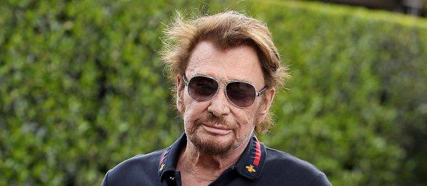 Johnny Hallyday a enfin accepté qu'un album de reprises de ses chansons voit le jour. La légende du rock français s'est impliqué dans la réalisation de On a tous quelque chose de Johnny, qui sortira le 17 novembre prochain, et en a même assuré la promotion.