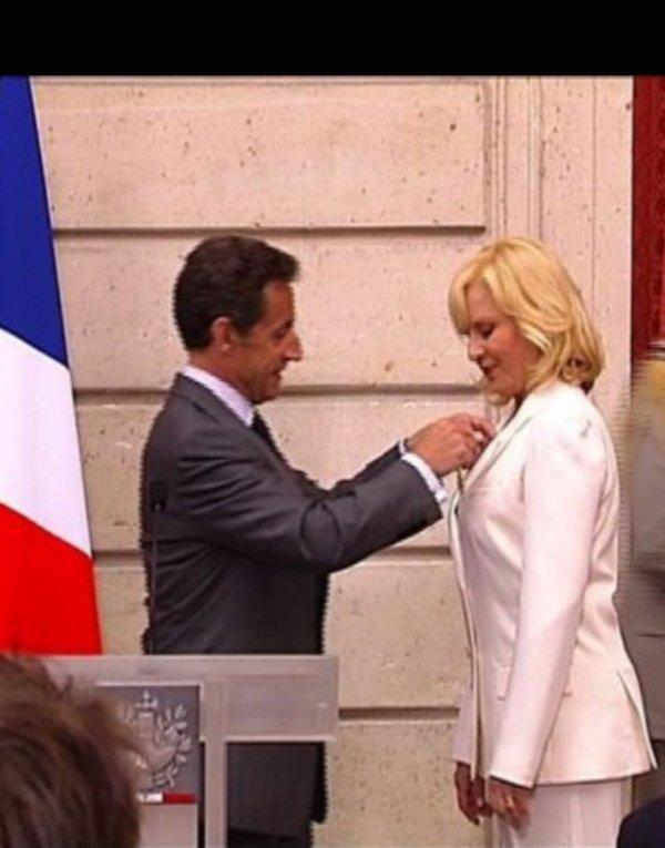 Sylvie a reçu la légion d'honneur des mains du président de la République de l'époque monsieur Sarkozy.
