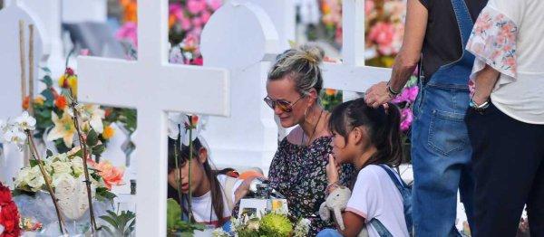 Avant de retourner à Los Angeles, Laeticia Hallyday est allé prier une dernière fois sur la tombe de Johnny, un instant déchirant pour celle qui venait tous les jours lui rendre visite.