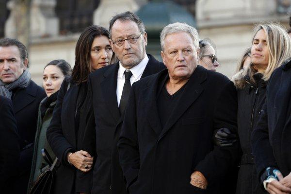 DOCUMENT RTL - Dans un communiqué que nous vous révélons jeudi 22 février, l'acteur Jean Reno exprime son soutien à Laeticia Hallyday dans le litige qui l'oppose à Laura et David Smet.