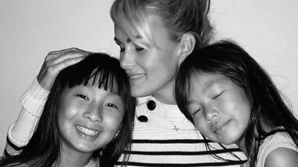 Retirées de leur école de Saint-Barthélemy, les deux filles de Johnny et Laeticia Hallyday vont rejoindre l'un des établissements scolaires les plus réputés au monde.