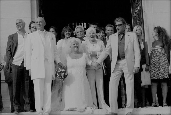 Johnny et Line témoins au Mariage de Mimi Mathy et Benoist Gerard à la mairie de Neuilly, le 27 août 2005
