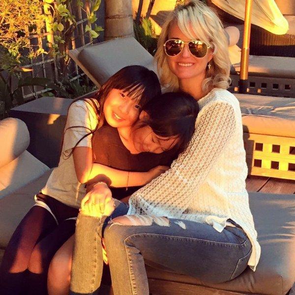 Actuellement en vacances à Saint-Barthélémy avec ses filles et ses amis, Laeticia Hallyday suit assidûment la Coupe du monde.