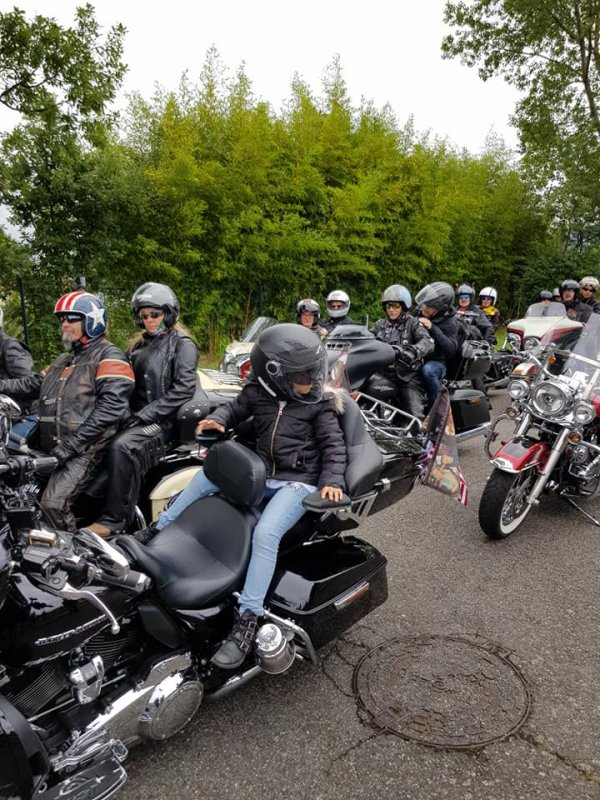 Rassemblement Pau avec mon amie Mimi Herve et à la concession Harley à Toulouse. On va partir pour l'aéroport escorter Laeticia Hallyday. A plus tard